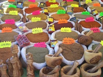 Gewürze auf einem Markt von Sri Lanka