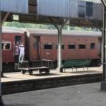 Auf einem Bahnhof in der Nähe von Kandy