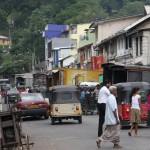 Die Straßenszenen können sehr hektisch sein in Sri Lanka