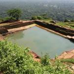 Ein Wasserbecken auf dem Sigiriya-Felsen